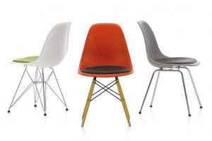 PLASTIC CHAIR CHARLES RAY EAMES